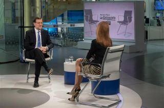 Rajoy being interviewed by the News Editor-in-Chief of the Antena 3 Group, Gloria Lomana