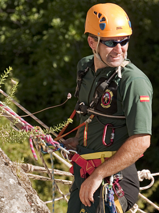 MOUNTAIN RESCUE EXTRACTED OVER 3000 PEOPLE IN 2013